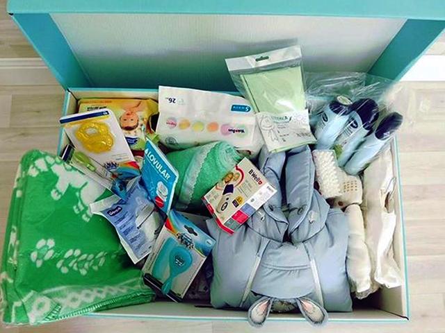 Вещи новорожденного в коробке