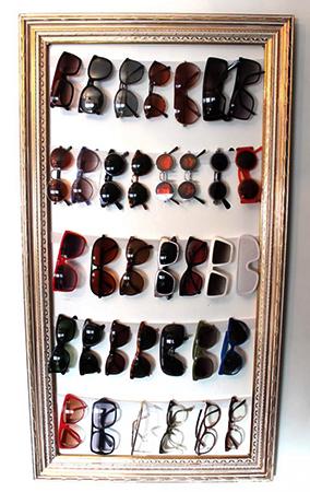 Хранение солнцезащитных очков в рамке для картины