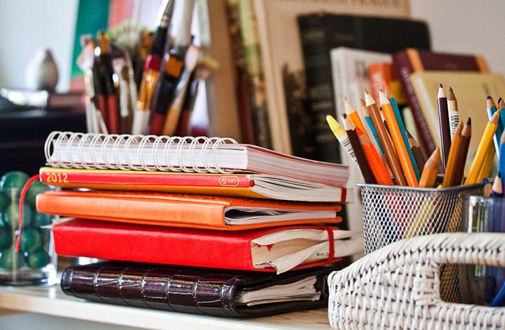 Учебники и тетради на столе