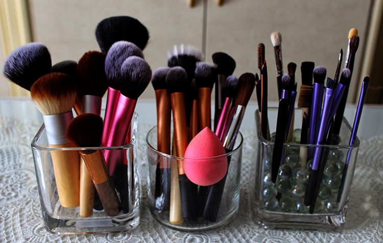 Хранение инструментов для макияжа