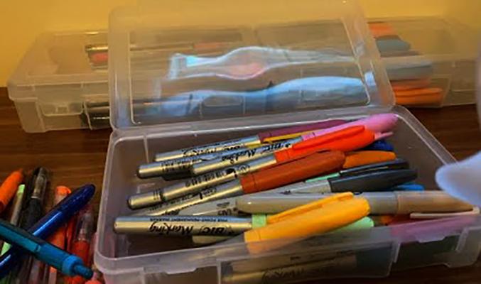 Хранение ручек в пластиковых контейнерах