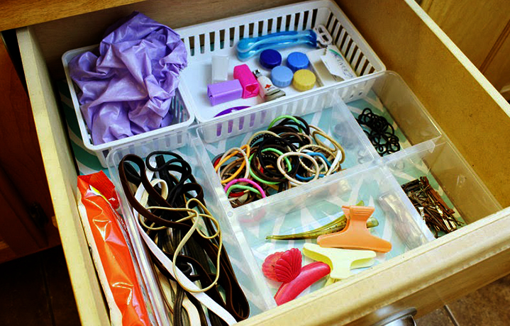 Хранение резинок в выдвижном ящике
