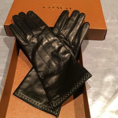 Кожаные перчатки в коробке