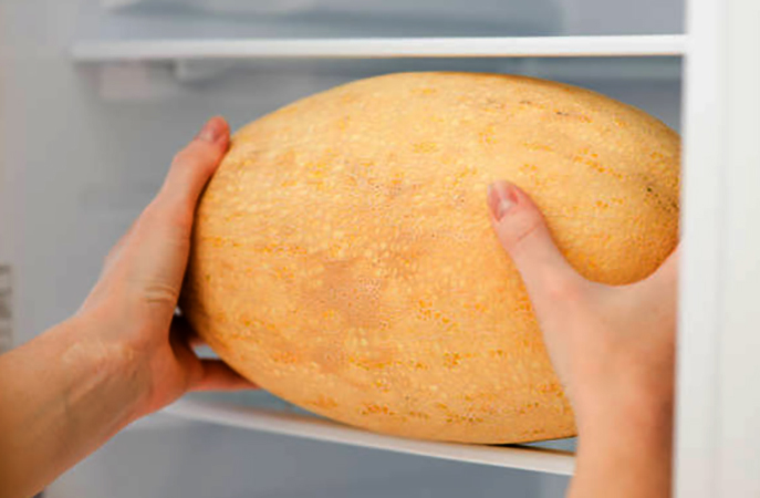 Дыня в холодильнике