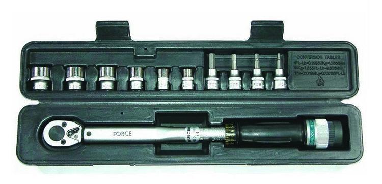 Динамометрический ключ в кейсе