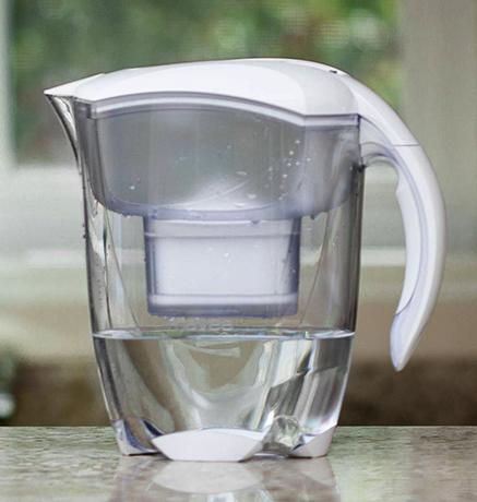 Кипяченная вода в кувшине