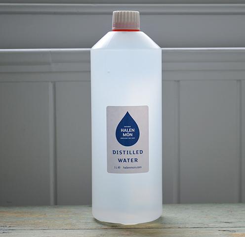 Бутылка дистиллированной воды