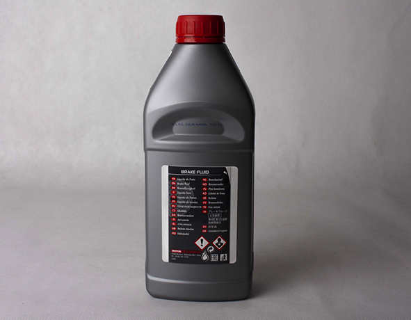 Тормозная жидкость в фабричной упаковке