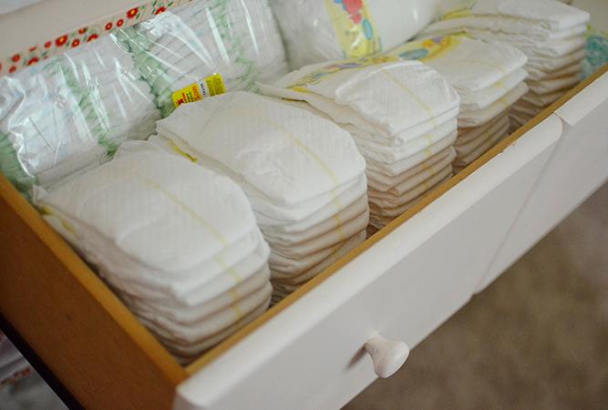 Хранение подгузников в комоде