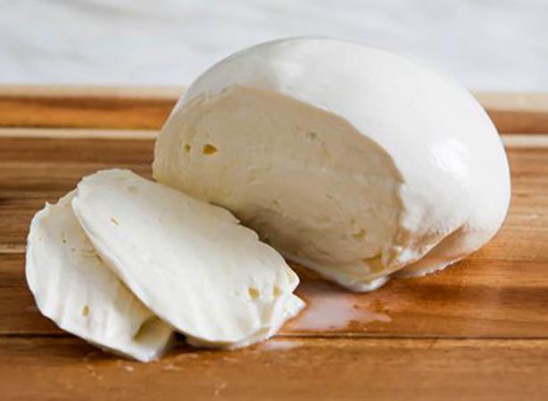 Свежий сыр моцарелла