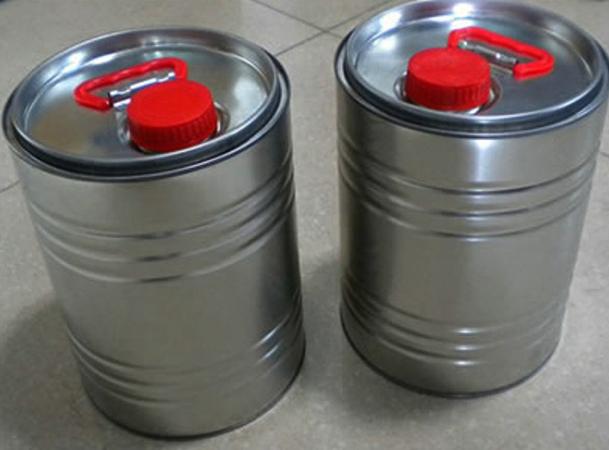Железные канистры с трансмиссионным маслом