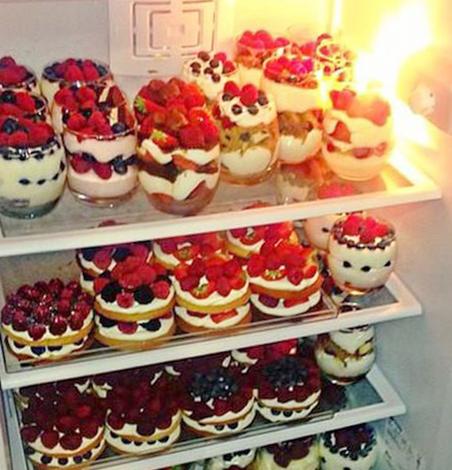 Пирожные в холодильнике